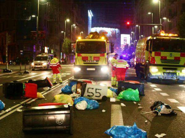 स्पेन की राजधानी मैड्रिड में शनिवार रात लॉकडाउन विरोधियों और पुलिस के बीच हिंसक झड़पें हुईं। आज पीएम इस बारे में बयान दे सकते हैं।