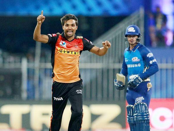 संदीप ने 4 ओवर में 34 रन देकर 3 विकेट लिए। उन्होंने जहीर खान के पावर-प्ले में सबसे ज्यादा विकेट लेने का रिकॉर्ड भी तोड़ा।