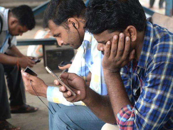 ग्राहक अपनी सुविधा और जरूरत के अनुसार 100 Mbps, 200 Mbps या 300 Mbps वाला प्लान ले सकते हैं - Dainik Bhaskar