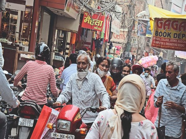 Increased congestion in markets, reduced system, third wave of Corona in  Delhi but 90 km. No one is afraid in far panipat   बाजारों में बढ़ी भीड़,  व्यवस्था कम, कोरोना की तीसरी