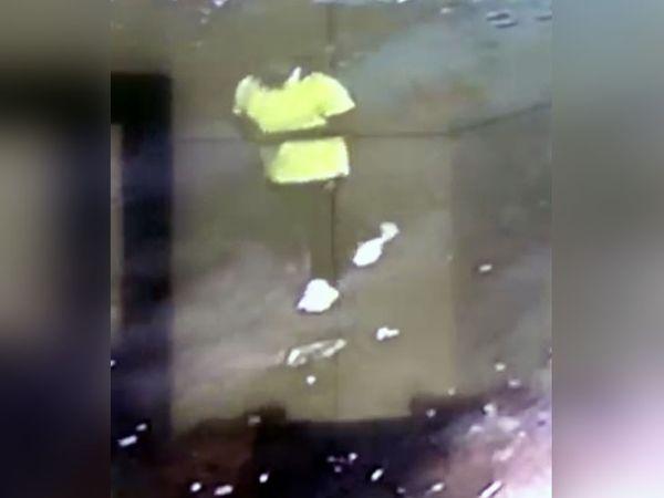 पानीपत में सीसीटीवी कैमरे में कैद हुई लूट के आरोपी की तस्वीर। - Dainik Bhaskar