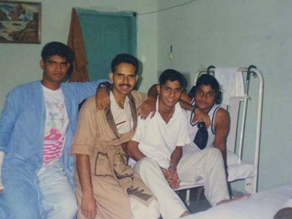 ट्रेनिंग के दौरान अंकुर अपने साथियों के साथ।