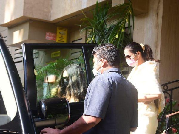 गैब्रिएला डेमेट्रिएडिस अपने वकील के साथ एनसीबी ऑफिस में पूछताछ के लिए पहुंची हैं। - Dainik Bhaskar