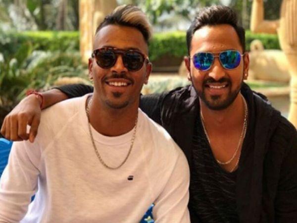 अपने भाई हार्दिक पंड्या(बाएं) के साथ क्रुणाल पांड्या(दाएं)- फाइल फोटो। - Dainik Bhaskar