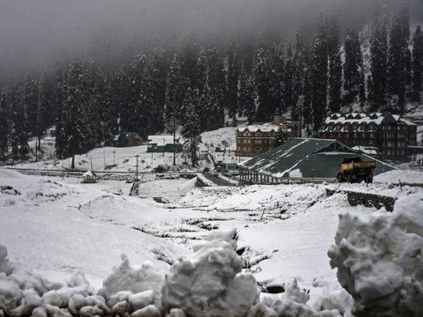 हिमाचल में बर्फबारी होने की संभावना है। कई जिलों में येलो अलर्ट जारी किया गया है। -फाइल फोटो। - Dainik Bhaskar