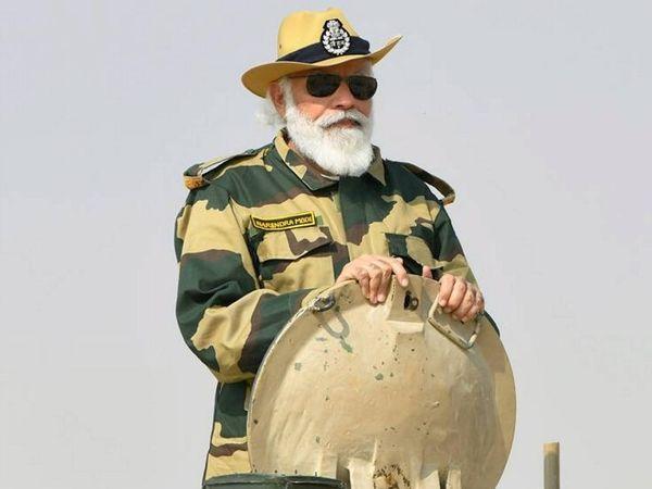 प्रधानमंत्री नरेंद्र मोदी ने आर्मी टैंक का भी निरीक्षण किया।