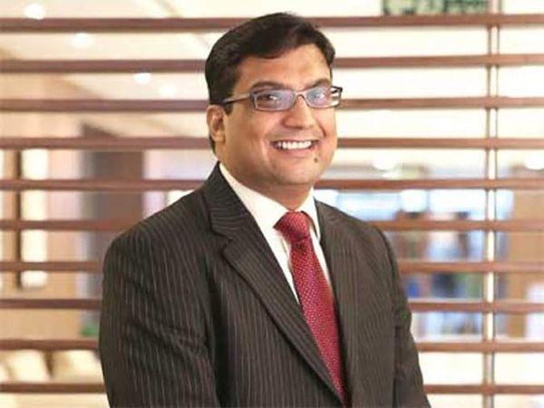देश की दूसरी सबसे बड़ी म्यूचुअल फंड कंपनी HDFC म्यूचुअल फंड के नए प्रबंध निदेशक (एमडी) के रूप में नवनीत मुनोत को लाया जा रहा है। उनकी नियुक्ति को लेकर आज बोर्ड की मीटिंग हुई और इसमें उनके नाम को मंजूरी मिल गई - Money Bhaskar