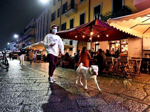 रोम में कोरोना के चलते कुछ प्रतिबंध लगाए गए हैं। हालांकि, सरकार ने कहा है कि सख्त लॉकडाउन नहीं लगाया जाएगा।