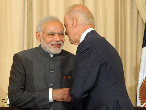 यह फोटो 2014 की है। जब जो बाइडेन अमेरिका के उप-राष्ट्रपति थे और नरेंद्र मोदी भारत के प्रधानमंत्री चुने गए थे। - Dainik Bhaskar
