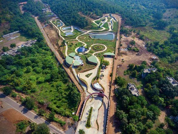 केवडिया स्थित आरोग्य वन की ड्रोन से ली गई फोटो।