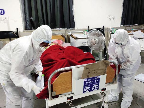 अहमदाबाद के सिविल अस्पताल में भर्ती मरीज। - Dainik Bhaskar