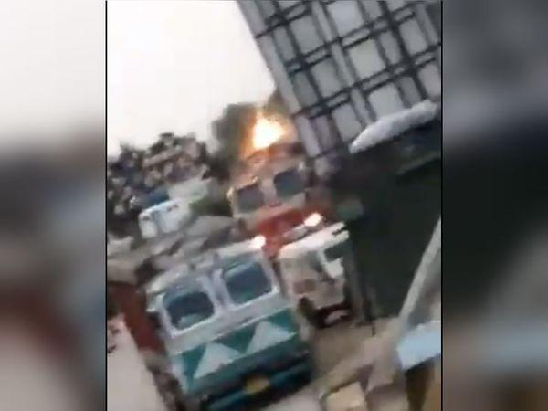 सुरक्षाबलों ने ब्लास्ट कर ट्रक को ही नेस्तनाबूत कर दिया।