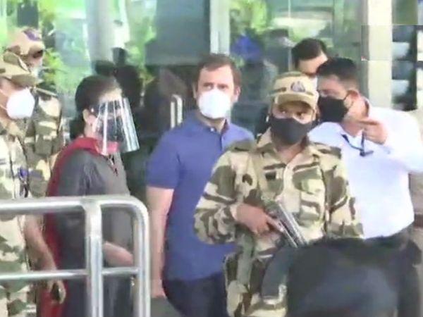 लंबे अरसे से अस्थमा की शिकायत रहने से डॉक्टरों ने सोनिया गांधी को दिल्ली से बाहर जाने की सलाह दी थी। - Dainik Bhaskar
