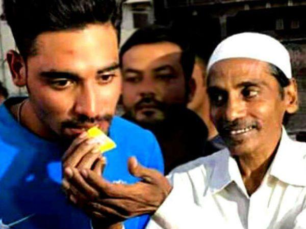 टेस्ट टीम में शामिल तेज गेंदबाज मोहम्मद सिराज (26) के पिता मोहम्मद घोस (53) का शुक्रवार को हैदराबाद में इंतकाल हो गया था। वे काफी समय से फेफड़ों की बीमारी से जूझ रहे थे। - Dainik Bhaskar