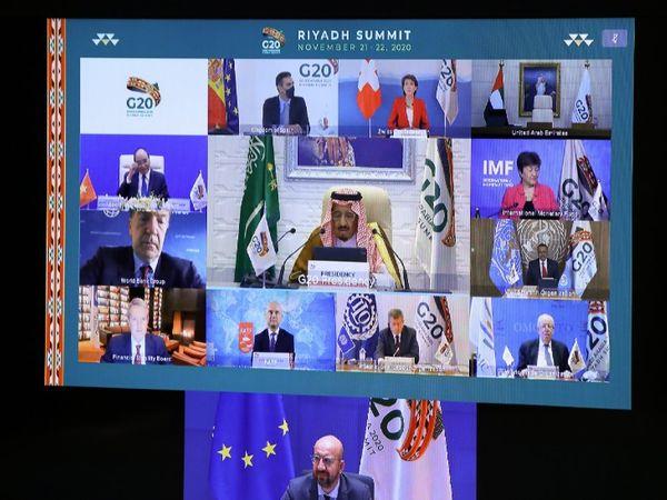 रविवार को शिखर सम्मेलन के अंत में नेताओं ने घोषणा करते हुए कहा कि हम रियाद शिखर सम्मेलन की सफल मेजबानी और G-20 प्रक्रिया में इसके योगदान के लिए सऊदी अरब को धन्यवाद देते हैं। हम 2021 में इटली, 2022 में इंडोनेशिया, 2023 में भारत और 2024 में ब्राजील में अपनी अगली बैठकों में हिस्सा लेने के लिए तैयार हैं - Dainik Bhaskar