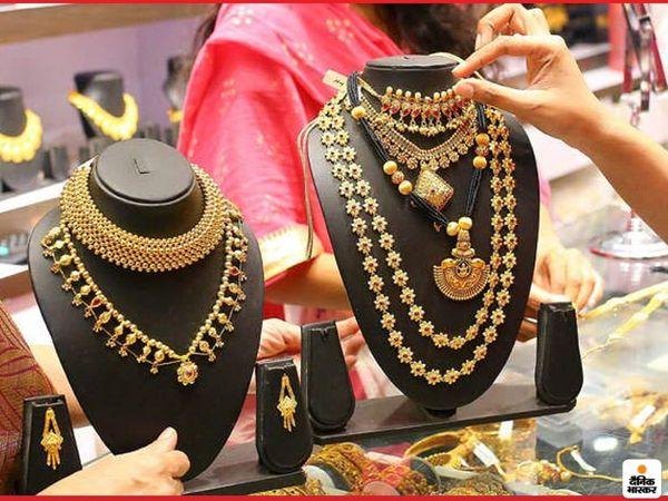 दिसंबर में डिलीवर होने वाले सोने की कीमत 0.87 प्रतिशत की गिरावट के साथ 49,050 रुपए प्रति 10 ग्राम हो गई - Dainik Bhaskar