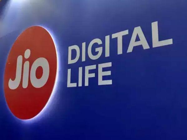 जियो प्लेटफॉर्म्स और गूगल के बीच हुए सौदे को हाल ही में कंपटीशन कमीशन ऑफ इंडिया (CCI) ने मंजूरी दी है। - Dainik Bhaskar