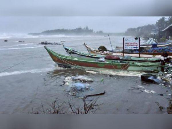 चेन्नई में पिछले 24 घंटे से बारिश हो रही है। कई इलाकों में पानी भर गया है। ज्यादातर इलाके खाली करा लिए गए हैं। - Dainik Bhaskar