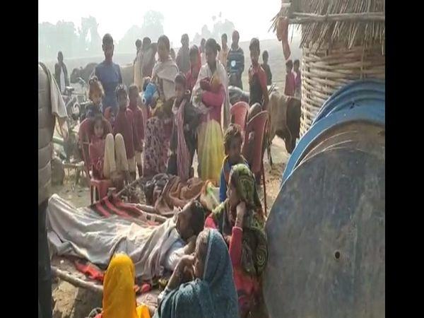 डोरीगंज में गैस सिलेंडर से आग लग गई, जिससे एक दर्जन लोग झुलस गए। - Dainik Bhaskar