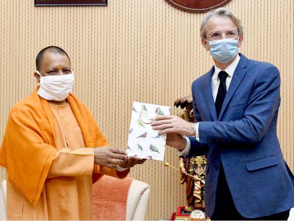 भारत में फ्रांस के राजदूत इमैनुएल लेनिन ने सीएम योगी से की मुलाकात। - Dainik Bhaskar