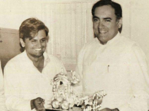 राजीव गांधी के साथ अहमद पटेल। फोटो क्रेडिट: https://ahmedpatel.co.in/