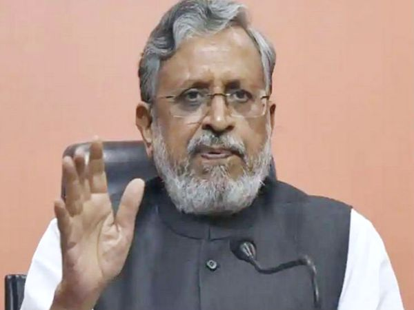 सुशील मोदी ने ट्वीट में एक मोबाइल नंबर दिया, कहा- मैंने कॉल किया तो लालू ने रिसीव किया। -फाइल फोटो - Dainik Bhaskar