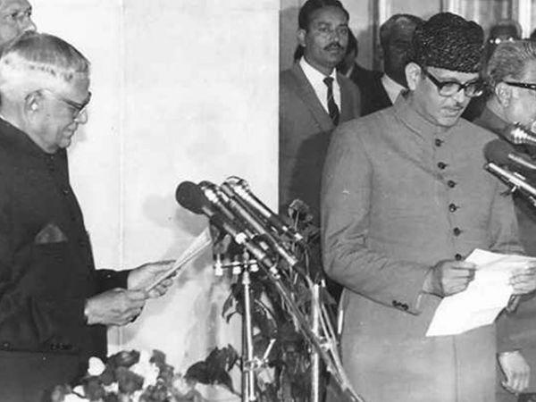 वीपी सिंह 2 दिसंबर 1989 से 10 नवंबर 1990 तक प्रधानमंत्री रहे थे।