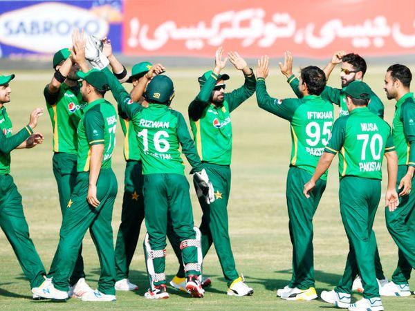 न्यूजीलैंड सरकार ने पाकिस्तानी खिलाड़ियों को चेतावनी दी है कि कोरोना का एक और प्रोटोकॉल तोड़ा, तो वापस भेज देंगे।- फाइल फोटो - Dainik Bhaskar