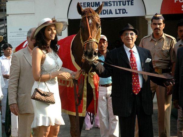 पूनावाला परिवार आज भी घोड़े के बिजनेस में है।