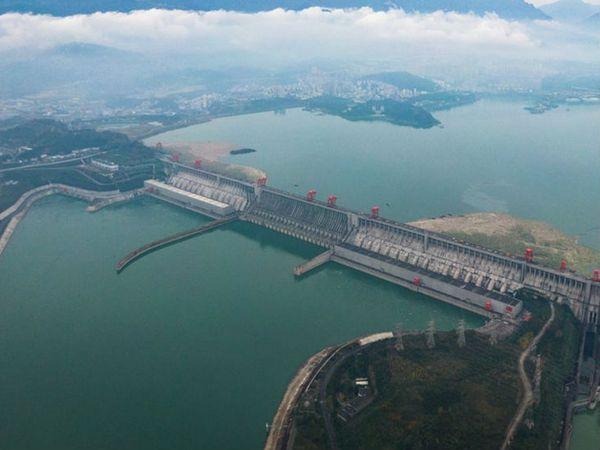 पॉवर कॉर्पोरेशन ऑफ चाइन के चेयरमैन यान झियोंग ने कहा- ब्रह्मपुत्र पर बनने वाला नया बांध इतिहास में सबसे बड़ा होगा।  -प्रतीकात्मक फोटो। - Dainik Bhaskar