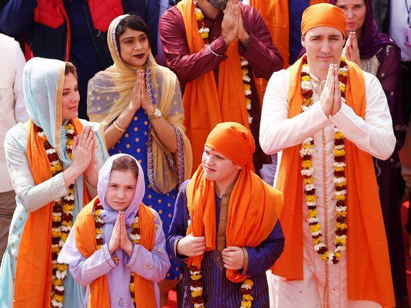 फोटो 21 फरवरी 2018 की है। तब कनाडा के प्रधानमंत्री सपरिवार भारत यात्रा पर आए थे। इस दौरान वे अमृतसर के स्वर्ण मंदिर भी गए थे। - Dainik Bhaskar