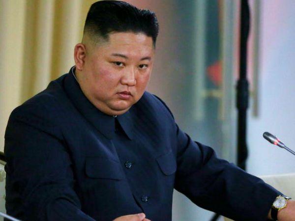 दावा है कि नॉर्थ कोरिया के तानाशाह किम जोंग उन ने चीन में बनी वैक्सीन लगवाई है। यह वैक्सीन अप्रूव्ड नहीं है। चीन में तीन वैक्सीन बन रहे हैं और किसी के भी फेज 3 ट्रायल की जानकारी सार्वजनिक नहीं की गई है। (फाइल) - Dainik Bhaskar