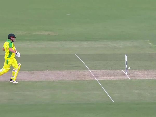 मैच में फिंच को 2 बार जीवनदान मिला। पहले 22 रन के निजी स्कोर पर धवन ने स्लिप में उनका कैच टपकाया। इसके बाद हार्दिक ने आसान सा रन आउट भी मिस किया।