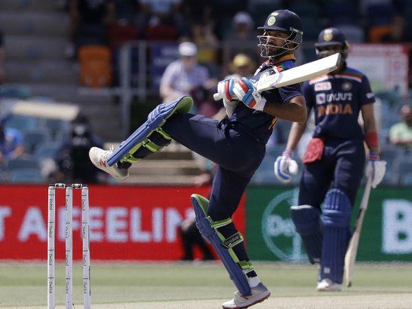 सीरीज में पहली बार भारतीय टीम की शुरुआत अच्छी नहीं रही। ओपनर शिखर धवन 16 रन बनाकर आउट हुए।