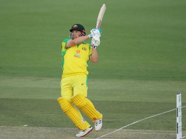 ऑस्ट्रेलिया के कप्तान एरॉन फिंच ने सीरीज में लगातार तीसरी फिफ्टी लगाई और 82 बॉल पर 75 रन बनाए।
