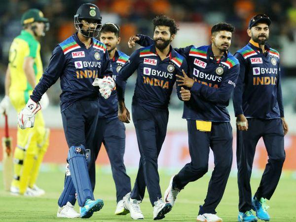 पहले दोनों मैचों में विकेट न लेने वाले जडेजा ने इस मैच फिंच का महत्वपूर्ण विकेट लिया।