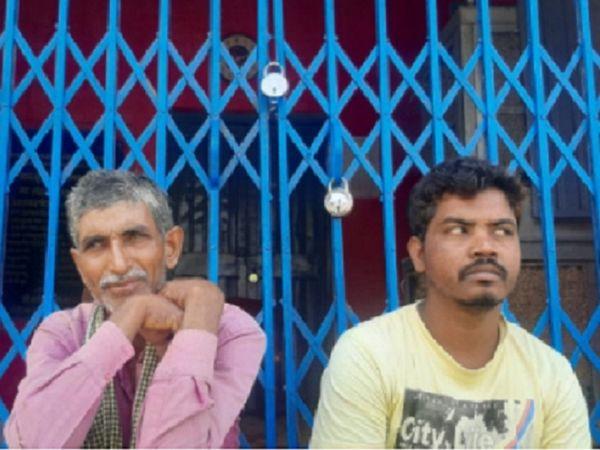 महासमुंद के पिथौरा में धान उपार्जन केंद्र विलोपित करने से सरकड़ा के किसान आक्रोशित हो गए हैं। उन्होंने सोसायटी में ताला लगा दिया।