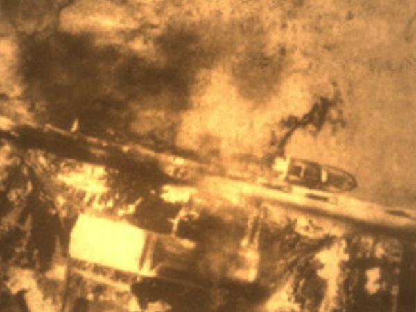 हमले के बाद जलता कराची पोर्ट।