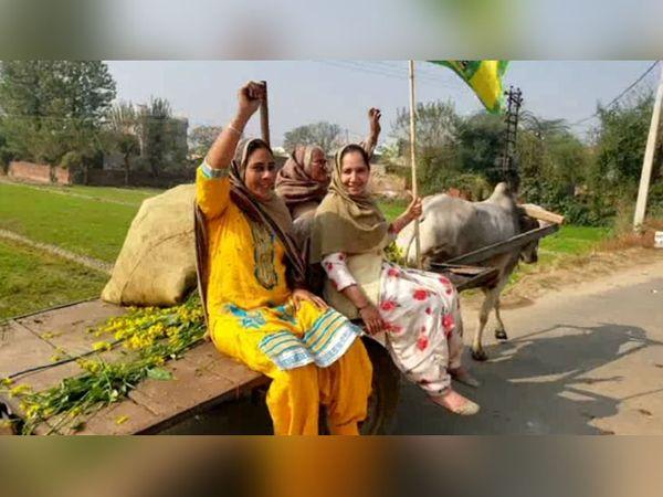 महिलाएं बैलगाड़ी पर हैं और दिल्ली बॉर्डर पर उनके घर के पुरुष ट्रैक्टर-ट्रकों में हैं। लड़ाई दोनों जगह लड़ी जा रही है। नारा दिल्ली में भी बुलंद हो रहा है और गांवों में भी।