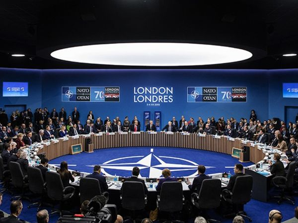 NATO के विजन 2030 में कहा गया है कि ग्रुप के सभी देशों को मिलकर चीन के खिलाफ लड़ाई लड़ रहे मित्र देशों की रक्षा करनी चाहिए। - Dainik Bhaskar