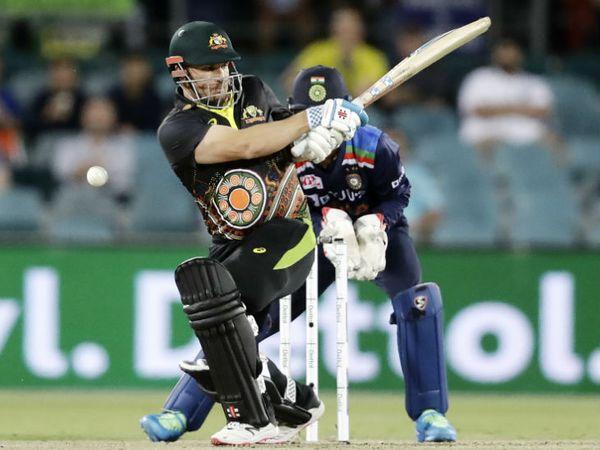 भारत के दिए 162 रन के टारगेट का पीछा करते हुए ऑस्ट्रेलियाई कप्तान एरॉन फिंच ने सबसे ज्यादा 35 रन की पारी खेली।