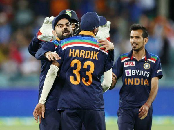 फिंच का कैच लेने के बाद कोहली ने पंड्या को गले लगाया। साथ में खड़े स्पिनर युजवेंद्र चहल ने 4 ओवर में 25 रन देकर 3 विकेट लिए। चोटिल जडेजा की जगह चहल को कन्कशन सब्सटिट्यूट के तौर पर शामिल किया था।