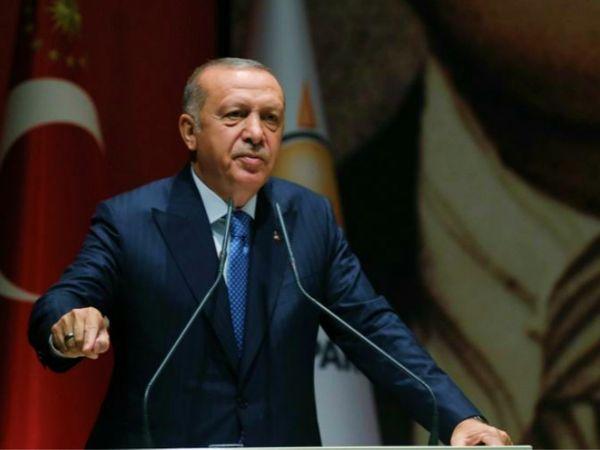 तुर्की के राष्ट्रपति रिसेप तैयब एर्दोगन ने फ्रांस के राष्ट्रपति इमैनुएल मैक्रों को फ्रांस के लिए परेशानी बताया है। दोनों देशों के बीच कई महीनों से तनाव चल रहा है। (फाइल) - Dainik Bhaskar