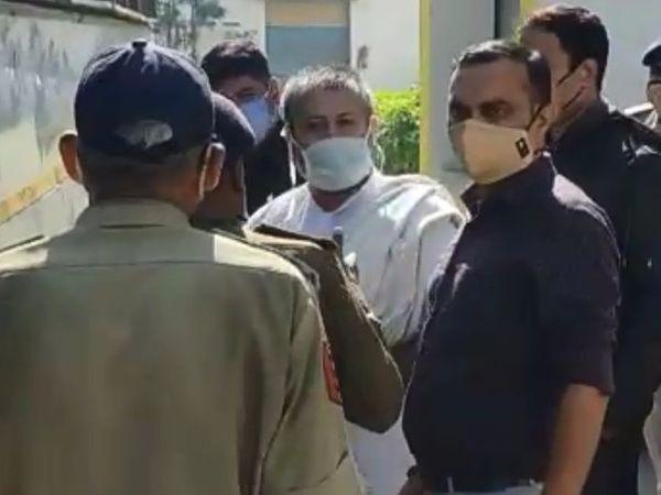 सूरत की लाजपोर जेल में 7 सालों से बंद है नारायण साईं। - Dainik Bhaskar