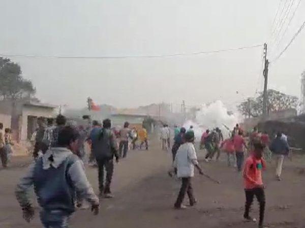 बंगाल में TMC और BJP कार्यकर्ताओं के बीच हिंसक झड़पें हुईं। इस दौरान उपद्रवियों ने बम से भी भाजपा कार्यकर्ताओं पर हमला किया। - Dainik Bhaskar