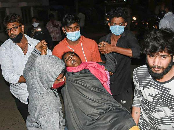 ज्यादातर मरीजों को एलुरु के सरकारी हॉस्पिटल में भर्ती किया गया है। हेल्थ मिनिस्टर और आला अधिकारी मामले पर नजर बनाए हुए हैं। - Dainik Bhaskar