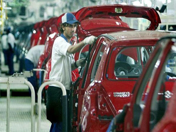 कॉम्पैक्ट कारों का उत्पादन भी 8.93% बढ़कर 85.11 हजार यूनिट्स रहा, जो पिछले साल नवंब माह में 78.13 हजार यूनिट्स रहा था।                   -फाइल फोटो - Dainik Bhaskar