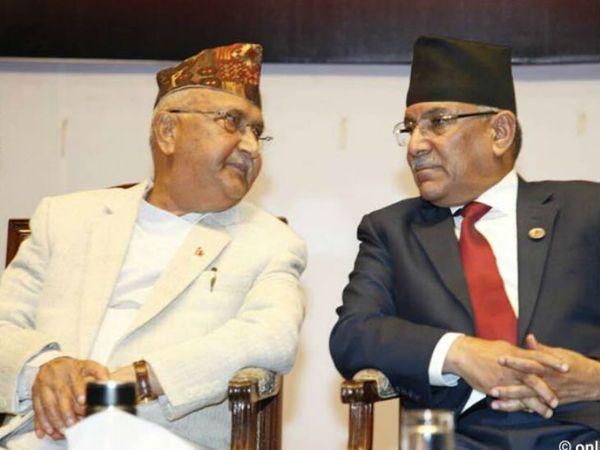 नेपाल के प्रधानमंत्री केपी शर्मा ओली (दाएं) पर उनकी पार्टी के कार्यकारी अध्यक्ष (पुष्प कमल दहल प्रचंड) लगातार इस्तीफे का दबाव बना रहे हैं।- फाइल फोटो - Dainik Bhaskar