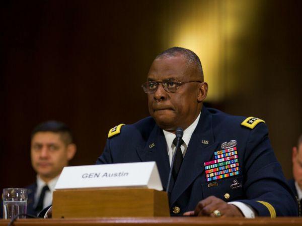 फोटो 2015 की है। तब जनरल लॉयड ऑस्टिन ने सीनेट की एक मीटिंग में हिस्सा लिया था। इस दौरान उन्होंने सदस्यों को इस्लामिक स्टेट के खिलाफ की जा रही सैन्य कार्रवाई की जानकारी दी थी। - Dainik Bhaskar
