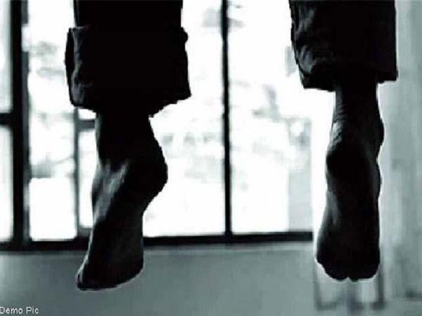 छत्तीसगढ़ के कांकेर में बुधवार को BSF जवान ने खुदकुशी कर ली। उसका शव कैंप में ही फंदे से लटका हुआ मिला है। - Dainik Bhaskar